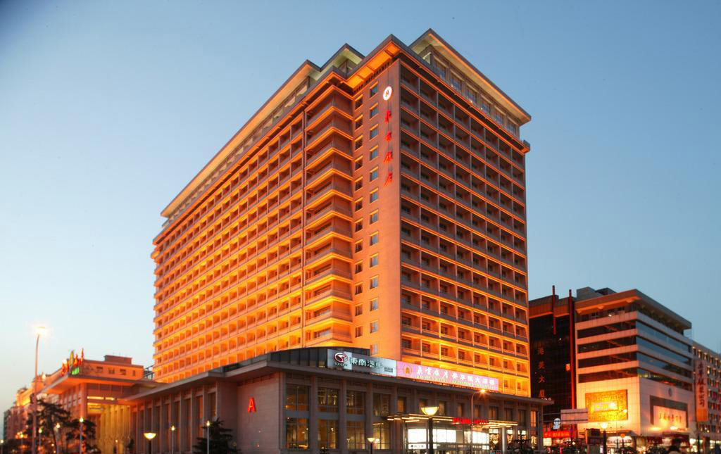 "Beijing Hotel put on orange ""fashion"""